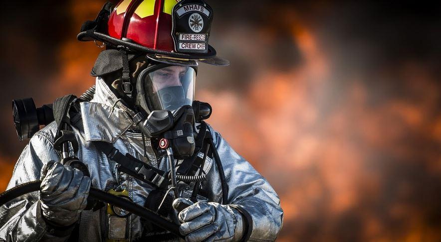 Hvor skal man opbevare brandbekæmpelsesudstyr?