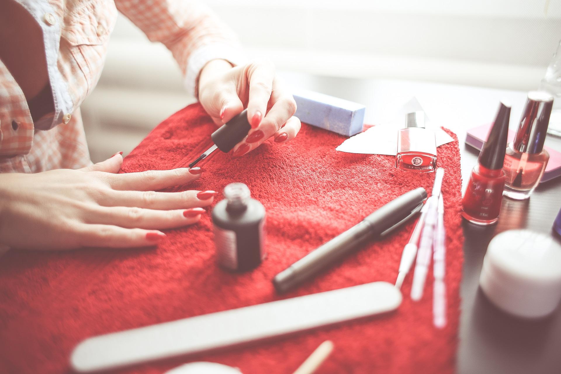 Jakie akcesoria do paznokci wybrać, aby uzyskać wymarzony efekt?